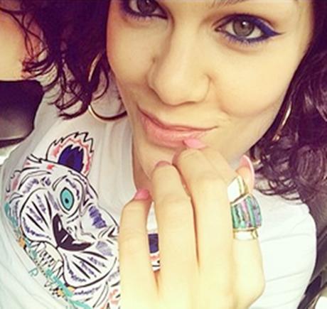 """Jessie J afirma em entrevista os planos de ser mãe: """"Rezo a Deus pra isso acontecer comigo"""""""